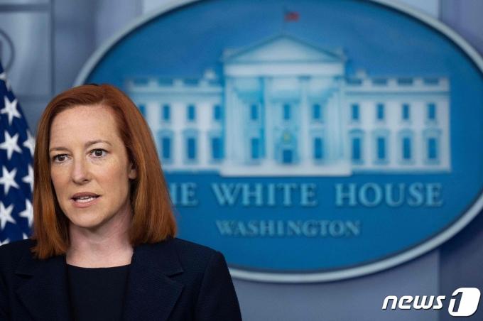 젠 사키 백악관 대변인이 워싱턴 백악관 브래디 룸에서 브리핑을 갖고 조 바이든 대통령이 김정은 북한 국무위원장을 만날 의향이 없다고 밝히고 있다. © AFP=뉴스1 © News1 우동명 기자