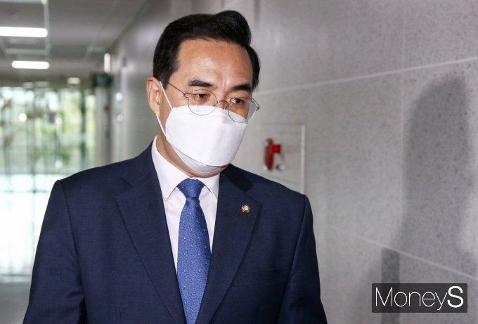 [머니S포토] 비공개 3선 의원 회동 참석한 '박홍근'