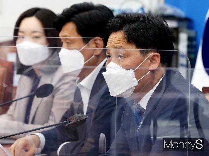 [머니S포토] 김영진 민주당 원내대표 직무대행 발언