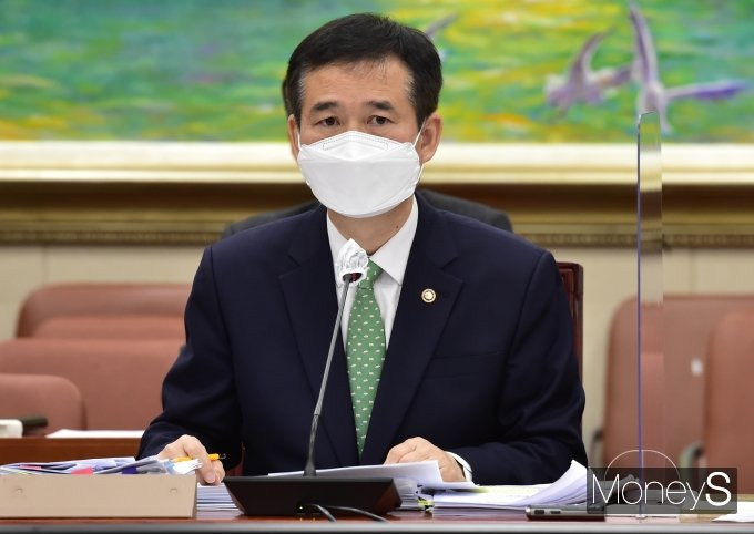 [머니S포토] 국회 정무위, 경청하는 '이건리'