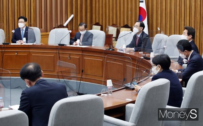 [머니S포토] 주호영 권한대행, 원내대책회의 주재