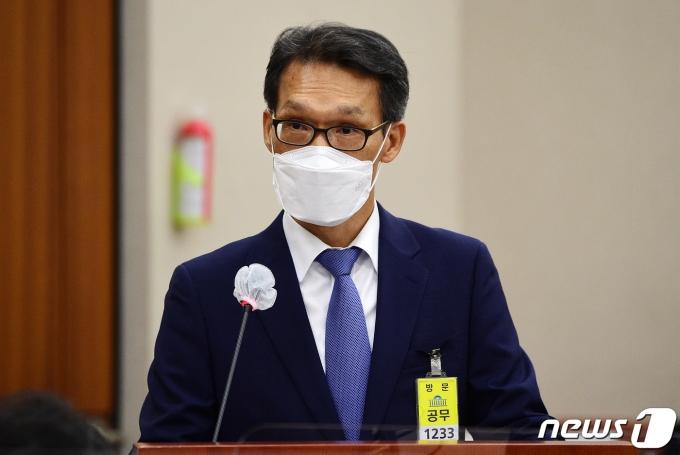 '채동욱 혼외자 수사·추미애 반발 동참' 장영수 사의