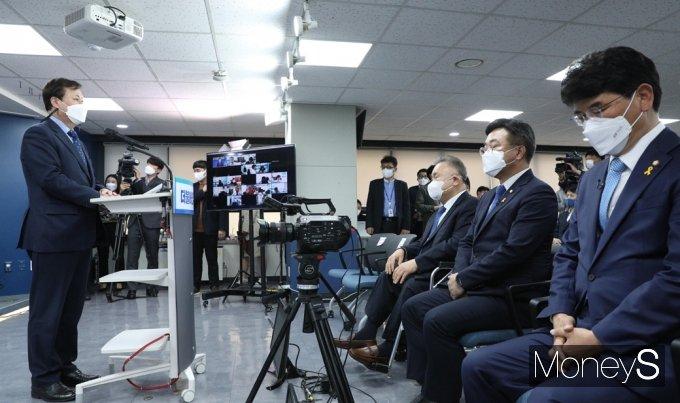 [머니S포토] 민주당 원내대표 토론회, 도종환 비대위원장 인사말