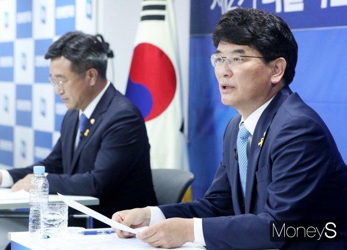 [머니S포토] 원내대표 후보 토론, 기조연설하는 박완주 후보
