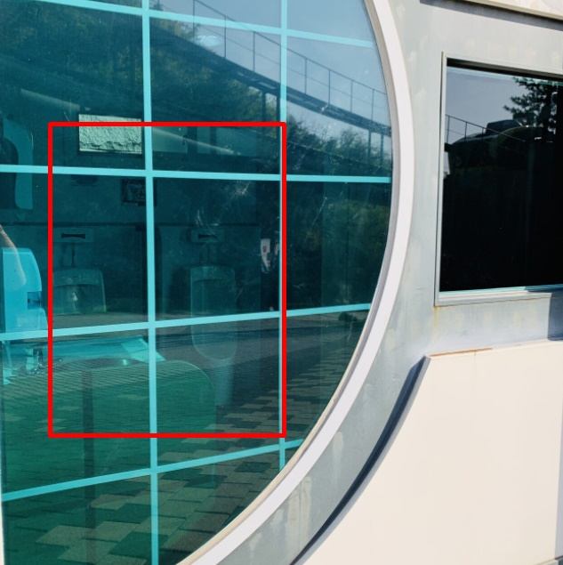 경기도 포천의 한 관광지 화장실 안쪽이 밖에서 보인다는 소식이 전해지자 누리꾼들은 당황스러움을 감추지 않았다./ 사진=커뮤니티 캡처