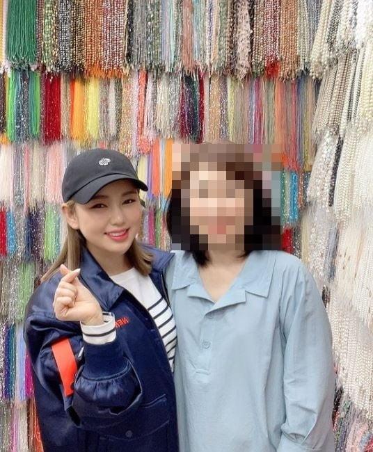 송가인이 비녀 재료 단골집을 방문한 사진을 SNS에 게재했다. /사진=송가인 인스타그램