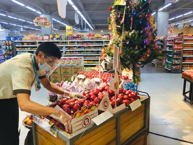 한국식 슈퍼마켓·편의점도 한류?… CU 앞에 100m 대기줄