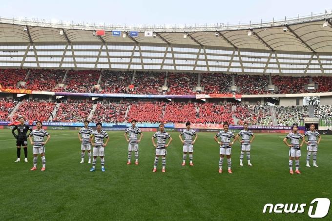 [사진] 경기 준비하는 대한민국 여자축구 대표팀