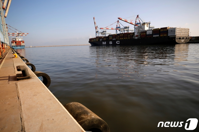 이스라엘 북부 도시 하이파 항에 2020년 10월 12일 MSC사의 컨테이너선이 정박하는 모습(아래 기사 내용과는 무관함). © 로이터=뉴스1