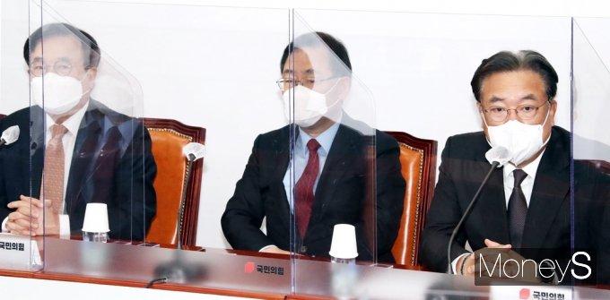 [머니S포토] 국민의힘 대표·중진의원 연석회의, 발언하는 정진석