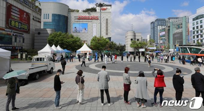 '신규 확진 731명' 4차 유행 본격화… 거리두기 강화되나