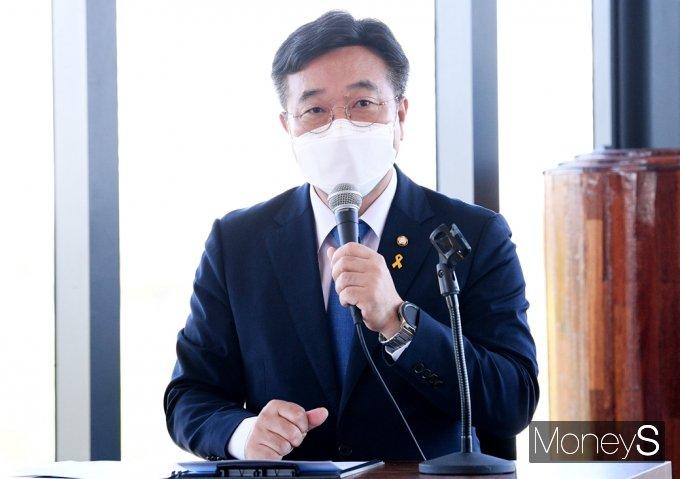 [머니S포토] 더민초 초청 토론회, 기조연설하는 '윤호중'