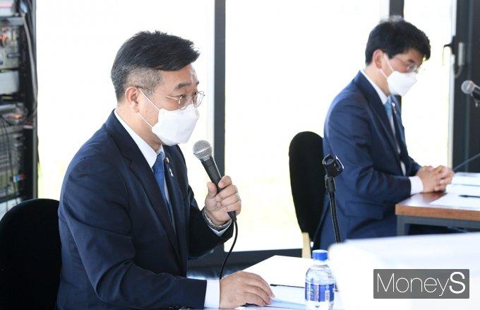 [머니S포토] 與 원내대표 선출 이틀 앞 '윤호중' 더민초 기조연설