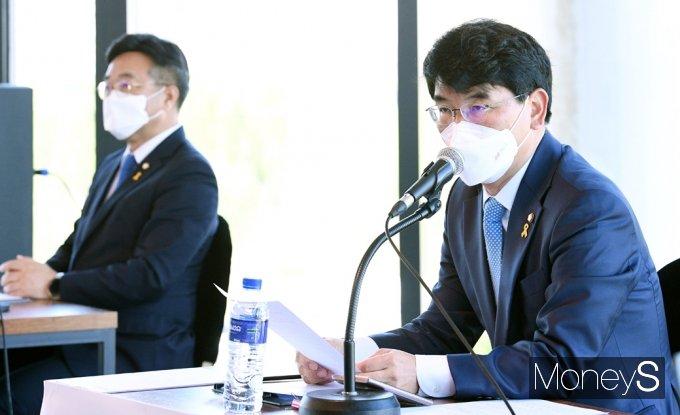 [머니S포토] 與 원내대표 선출 이틀 앞 '박완주' 더민초 기조연설