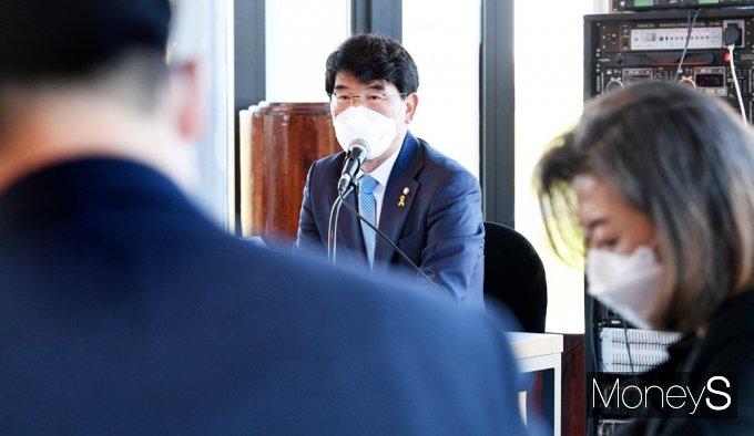 [머니S포토] 머니S포토] 與 초선 의원들 만난 '박완주'
