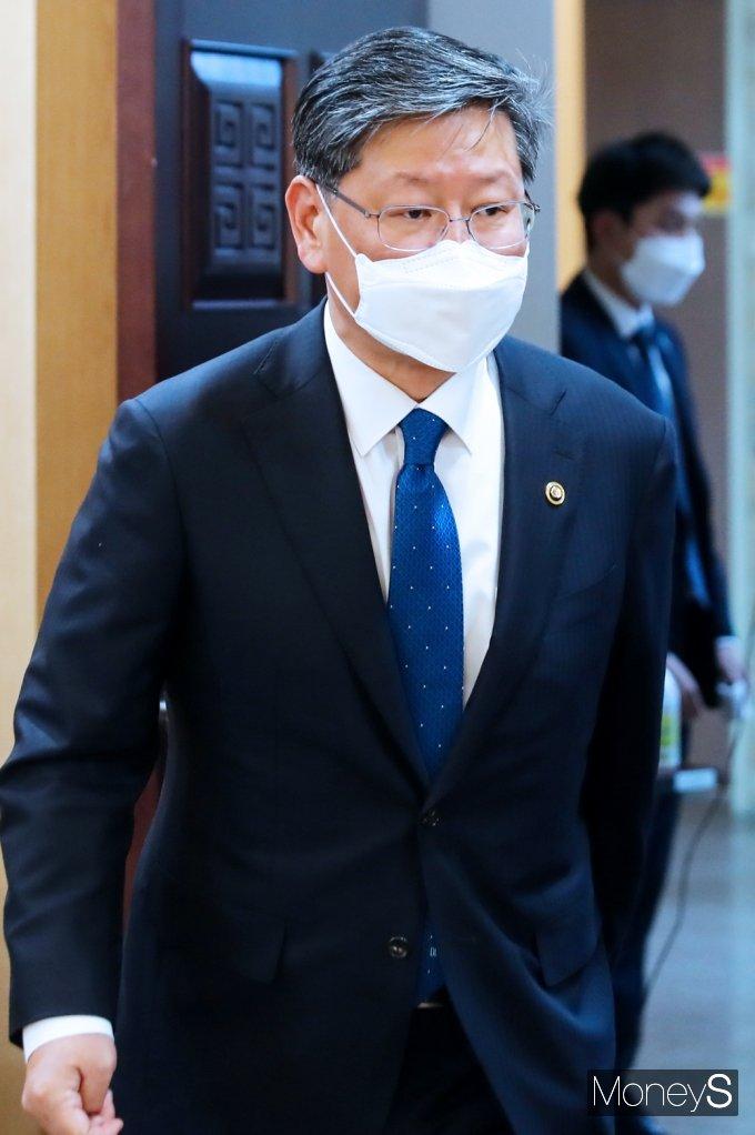 [머니S포토] 세월호참사 특검 후보추천위 참석한 '이용구'