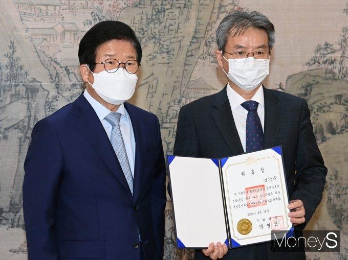 [머니S포토] 김남준 변호사, 세월호 특검 후보 추천위원 위촉