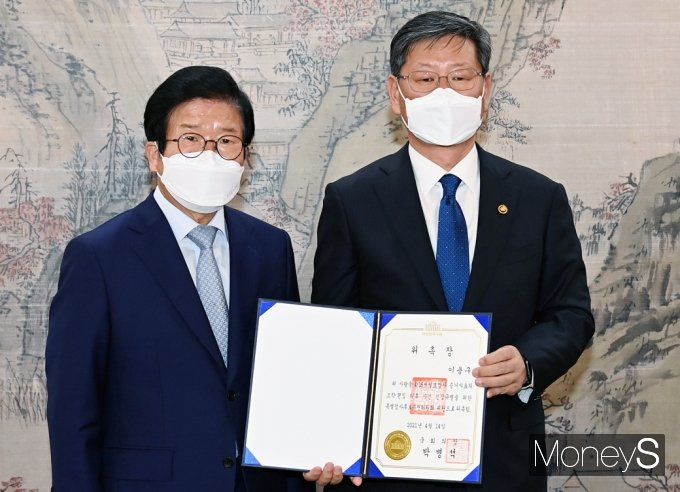 [머니S포토] 이용구 법무 차관 '세월호 특검 후보 추천위원' 위촉