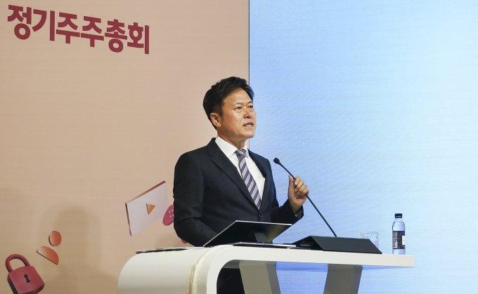 SKT, 통신사·중간지주사로 인적분할 추진 공식화