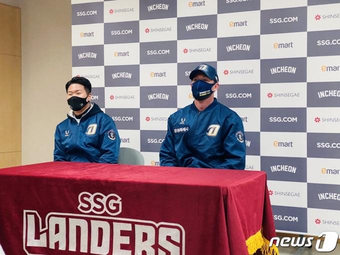 NC 외국인 투수 파슨스가 경기 후 인터뷰를 하고 있다.© 뉴스1