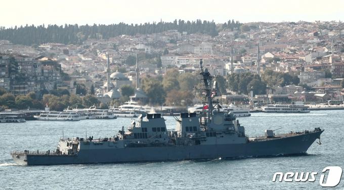 터키 이스탄불의 보스포러스항에서 출항하는 미 USS루즈벨트호 <자료 사진> © 로이터=뉴스1