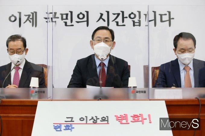 """[머니S포토] 주호영 """"국민의당과 합당 후 전당대회 의견이 더 많아"""""""