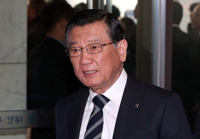 검찰, 박삼구 전 회장 조사… 계열사 부당지원 혐의