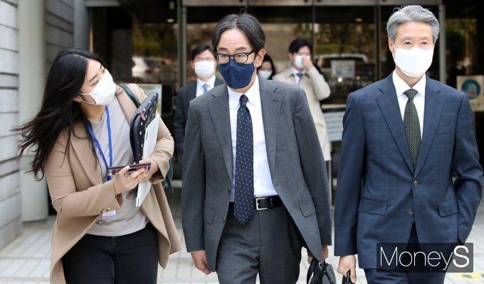 [머니S포토] 애경가 채승석, 항소심 징역1년 집행유예 3년 선고