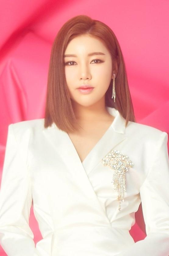 송가인이 하반기 단독콘서트 개최와 함께 '트롯 전국체전' 콘서트 합류 여부를 표명한다고 밝혔다. /사진=포켓돌스튜디오