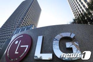 """""""거래 정지 전에 사둘까""""… 인적분할 앞둔 LG 그룹주 '기웃'"""