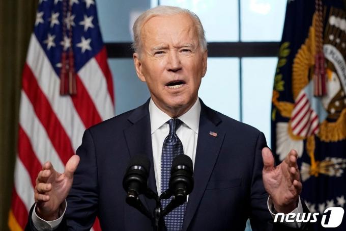"""조 바이든 미국 대통령이 14일(현지시간) 워싱턴 백악관에서 """"미국의 가장 긴 전쟁을 끝내야 할 때이며, 이제 미군이 집으로 돌아와야 할 시간"""