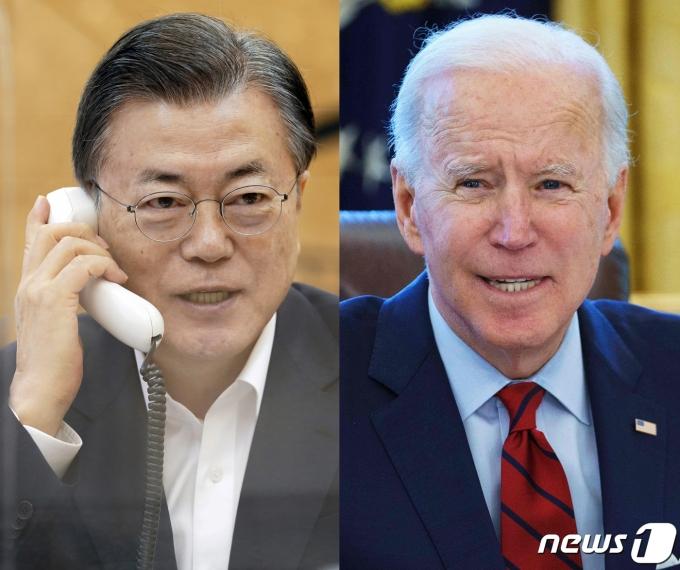 문재인 대통령이 지난 2월4일 오전 청와대에서 조 바이든 미국 대통령과 전화통화를 하고 있는 모습. (청와대 제공, AFP) 2021.2.4/뉴스1