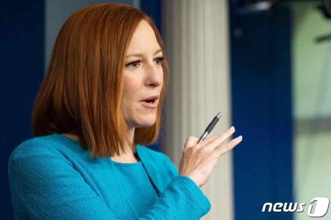 젠 사키 미국 백악관 대변인이 15일(현지시간) 기자회견을 하고 있다. © AFP=뉴스1