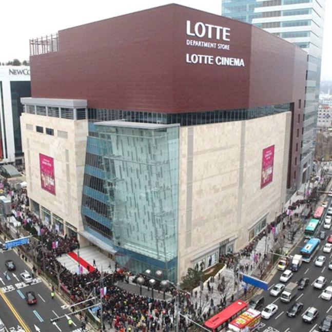 롯데백화점 평촌점이 '지역민 차별 논란'에 휩싸였다. /사진=롯데백화점 홈페이지