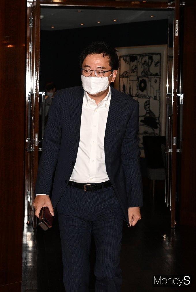 [머니S포토] 김종인과 회동 마친 금태섭