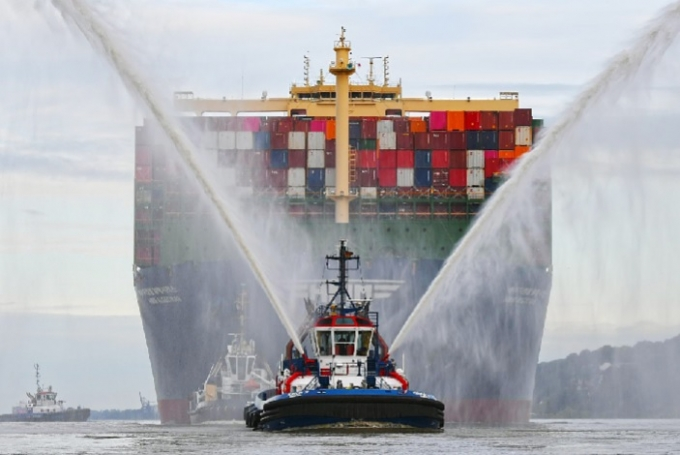 세계 최대 컨테이너 1호선인 2만4000TEU급 'HMM알헤시라스'호가 만선 출항하고 있다. /사진=HMM