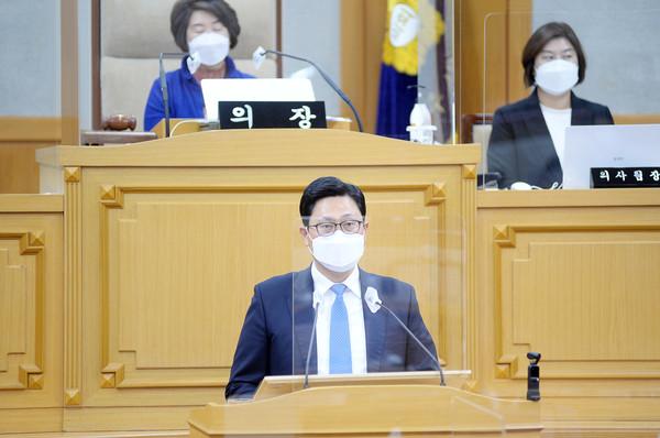 파주시의회(의장 한양수) 이용욱 의원이 운정3지구 완공과 함께 청소년 인구가 급속히 증가할 것으로 예상되는 운정·교하 지구 청소년수련관 건립의 조속한 추진을 촉구했다. / 사진제공=파주시의회