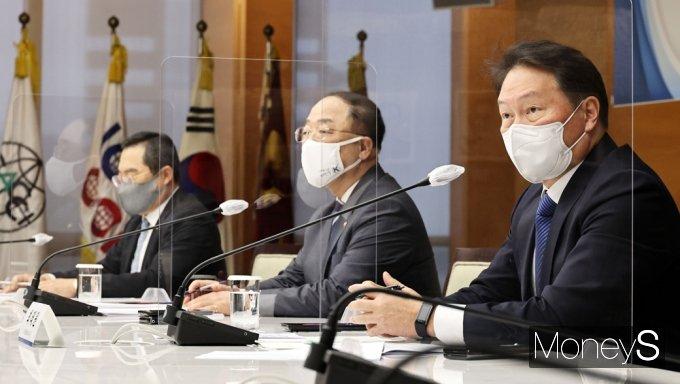 [머니S포토] 부총리-경제5단체장 간담회, 발언하는 최태원 회장