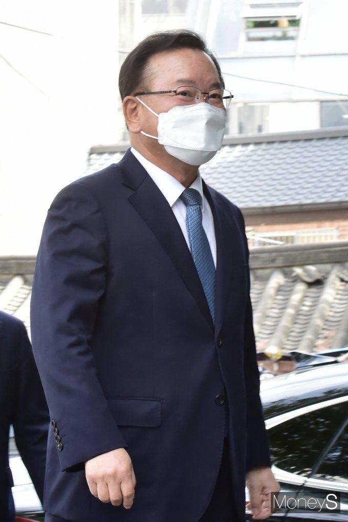 [머니S포토] 문재인 정부, 세번째 총리에 '김부겸' 전 장관 지명
