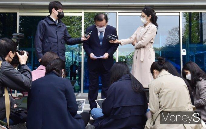 [머니S포토] 文 정부 개각 단행, 국민 앞 인사하는 김부겸 총리 지명자