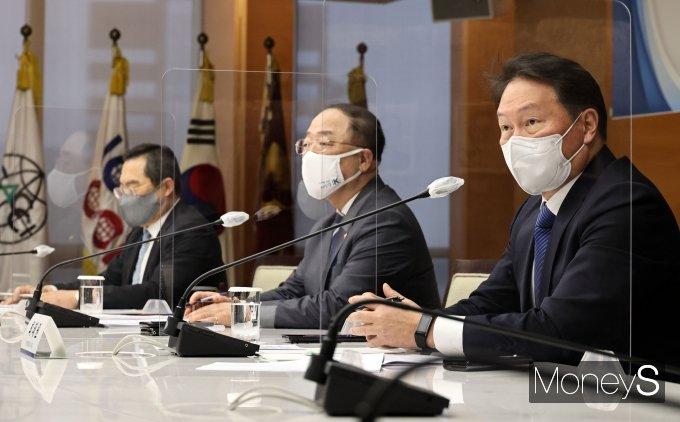 최태원 대한상공회의소 회장이 16일 열린 경제단체장 간담회에서 인사말을 하고 있다. / 사진=임한별 기자