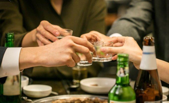 """""""집합금지가 뭐예요?""""… 송파 유흥주점서 92명 적발"""