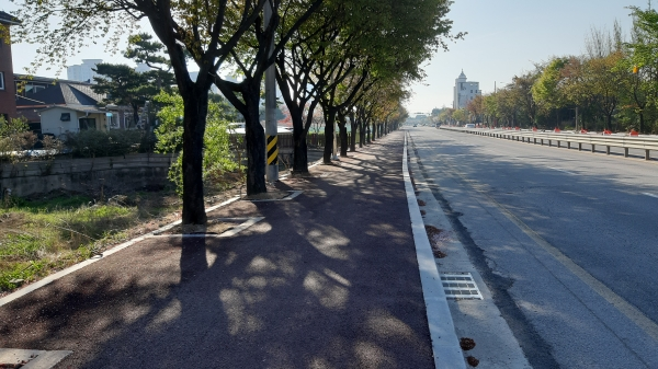 여주시는 보행자들의 안전통행을 위해 노후한 시가지 보행자 도로를 정비하고 읍면지역의 마을간 도로와 학교를 연결하는 보행자 도로를 신규 설치할 계획이라고 16일 밝혔다. / 사진제공=여주시