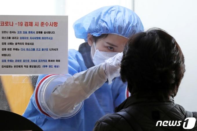 서울시는 16일 자정부터 오후 6시까지 코로나19 확진자가 197명이라고 밝혔다./ 사진=뉴스1