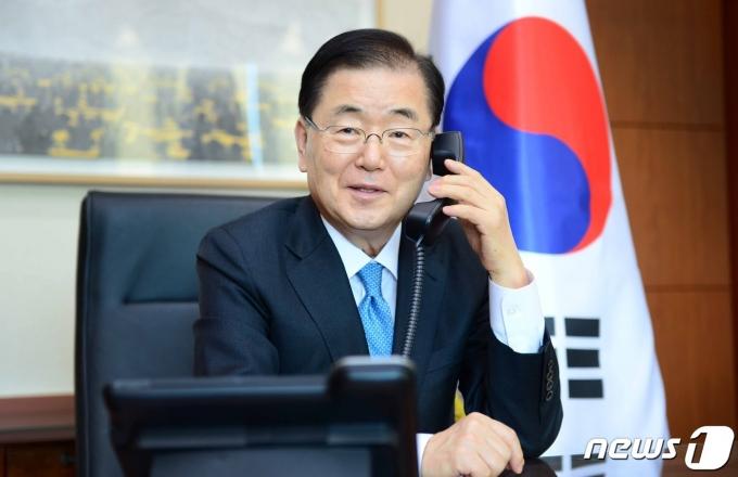 정의용 외교부 장관이 통화하고 있는 모습. © 외교부 제공