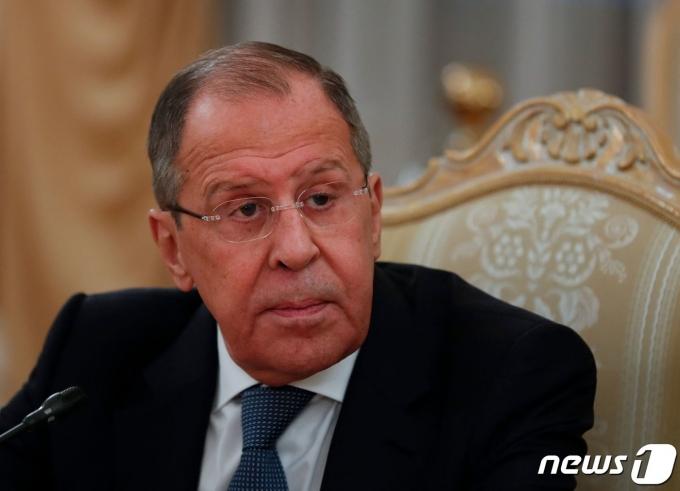 세르게이 라브로프 러시아 외무장관이 15일(현지시간) 모스크바에서 압둘-하미드 모함메드 드베이바 리비아 과도정부 총리와 회담을 하고 있다. © AFP=뉴스1 © News1 우동명 기자