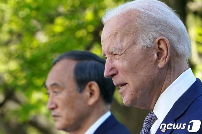 조 바이든 미국 대통령이 16일(현지시간) 워싱턴 백악관에서 스가 요시히데 일본 총리와 취임 후 첫 대면 정상회담을 마친 뒤 공동 기자회견을 하고 있다. © AFP=뉴스1 © News1 우동명 기자
