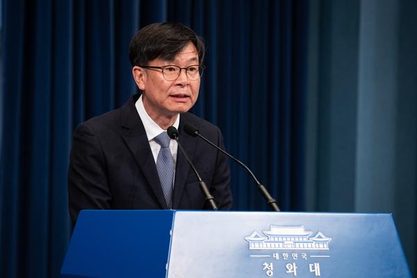 김상조 전 청와대 정책실장이 지난달 29일 청와대 브리핑룸에서 퇴임인사를 하고 있다. /사진=뉴스1