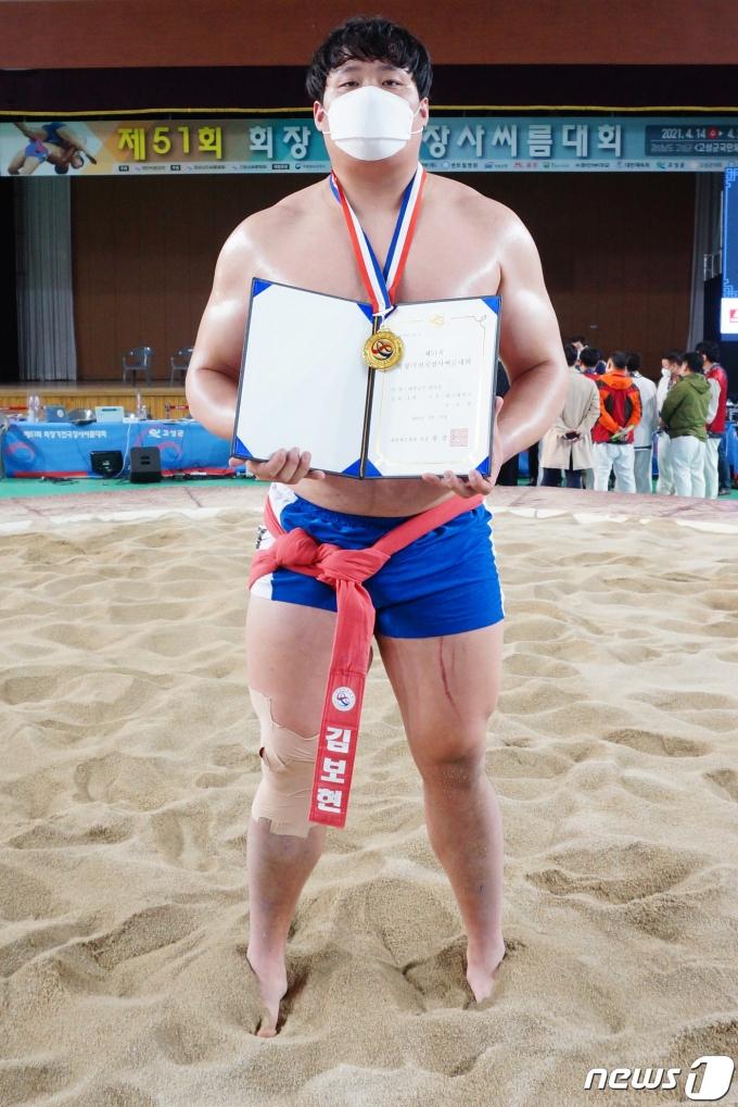 [사진] 대학부 개인전 장사급 우승한 김보현 선수