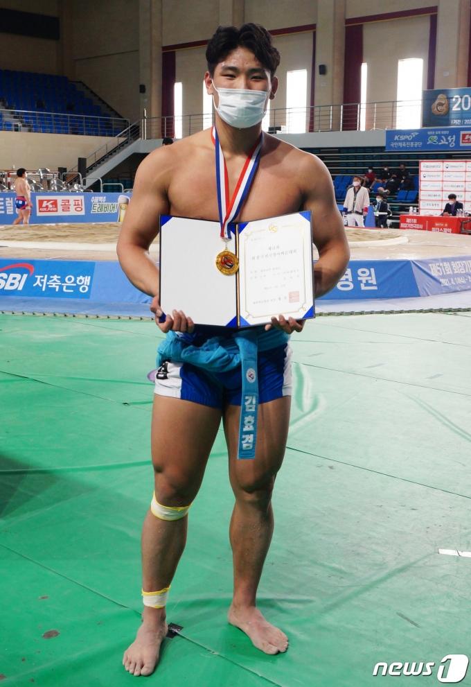 [사진] 대학부 개인전 용사급 우승한 김효겸 선수